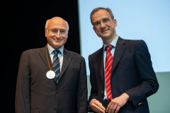 9.-CONSEURO-Berlin_Award-of-the-DGZ-Adolph-Witzel-Medal-to-Prof.-Dr.-med.-Dr.-Hans-Jörg-Staehle-Heidelberg-by-Prof.-dr.-Christian-Hannig-Dresden-President-of-DGZ
