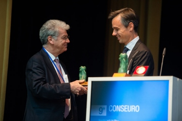 Award-of-the-Award-of-Excellence-to-Prof.-Dr.-med.-Pierre-Colon-by-the-President-of-the-EFCD-Sebastian-Paris_ConsEuro-Berlin